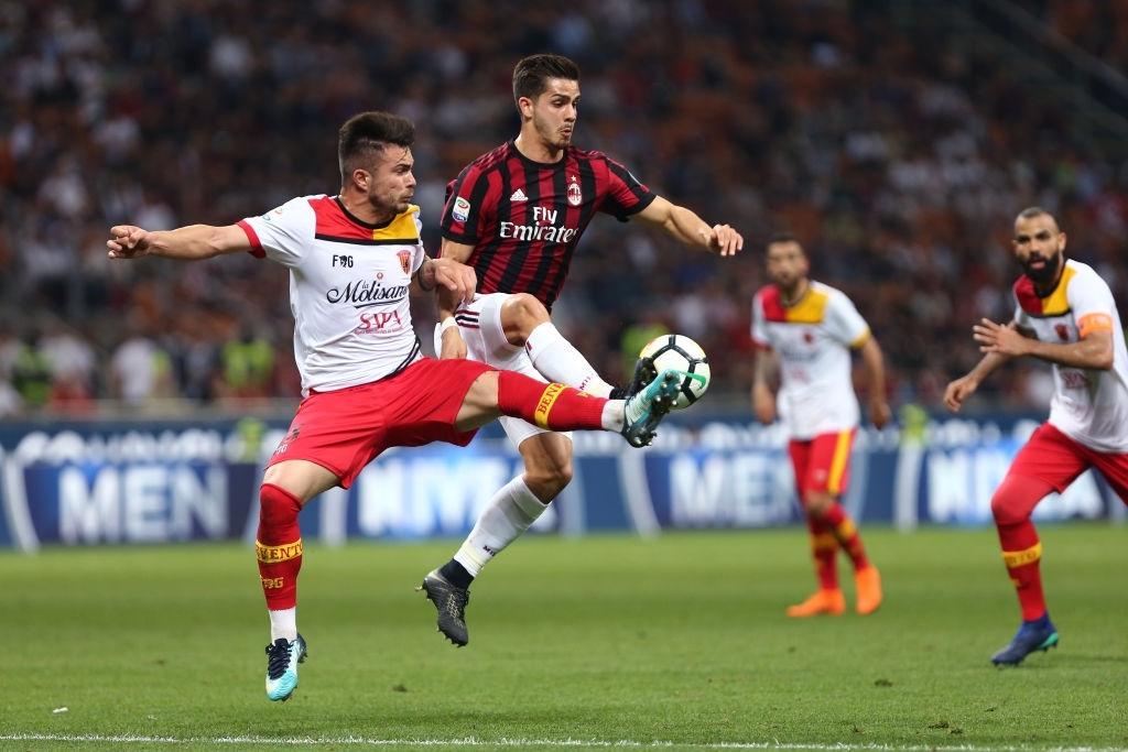 Soi kèo Milan vs Benevento, 1h45 ngày 2/5 – Serie A